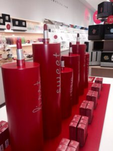 expositor labiales rouge